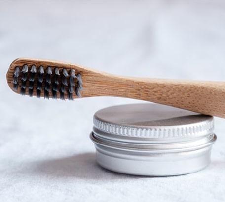 bamboo-brush-and-powder